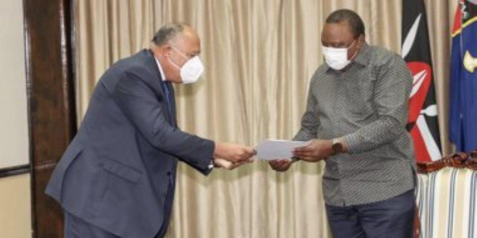 سامح شكري يسلم رئيس جمهورية كينيا رسالة من الرئيس السيسي