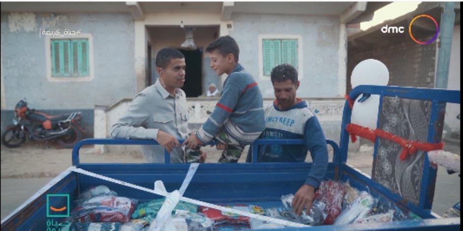 """ليساعده في تربية أبنائه.. حياة كريمة تهدي أبو أحمد """"تروسيكل"""" ببضاعته"""