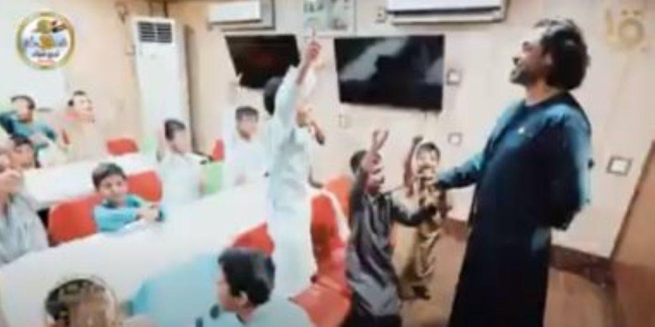 """""""بيت للكل"""" يرصد نجاح مبادرة شاب عراقى """"حضن كبير للأيتام"""""""