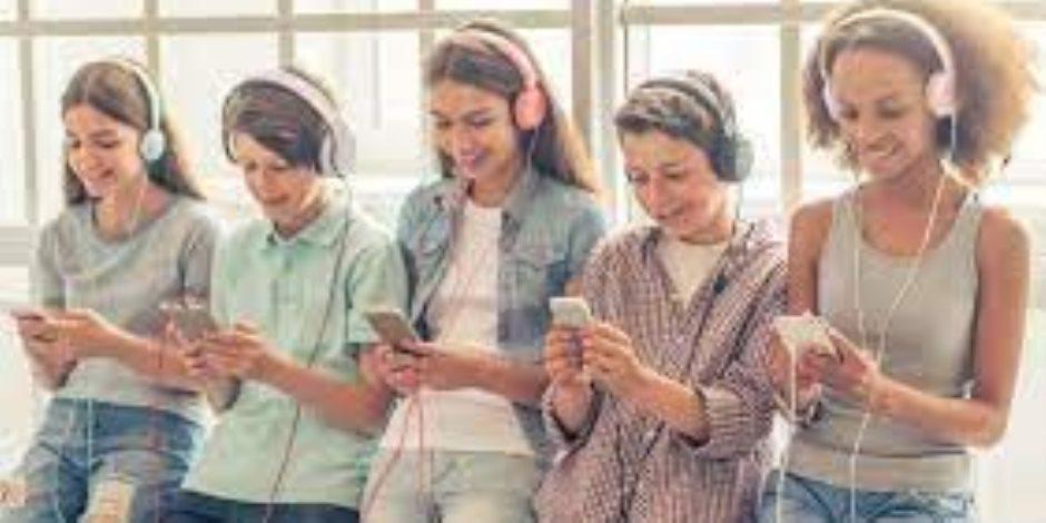 دراسة: لا توجد صلة بين استخدام وسائل التكنولوجيا والصحة العقلية للمراهقين