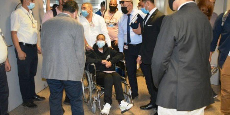 الأمريكية المصابة بالسرطان تلتقط صورا تذكارية مع أسرتها أمام أبو الهول