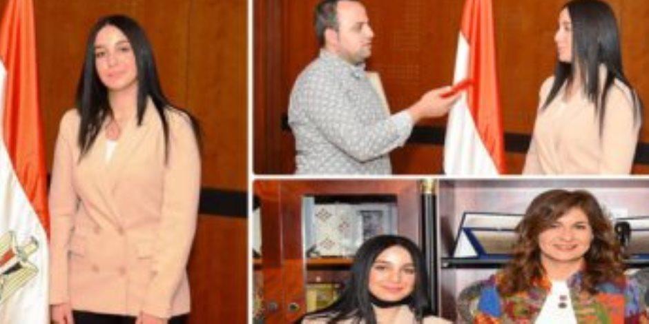 مصر في ضهر ولادها .. الهجرة تنهي مشكلة فتاة مصرية عالقة بمطار الدوحة بعد استغاثتها
