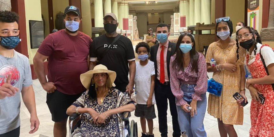 """تنسيقية شباب الأحزاب تصطحب الأمريكية """"جلوريا"""" محاربة السرطان لزيارة للمتحف المصرى"""