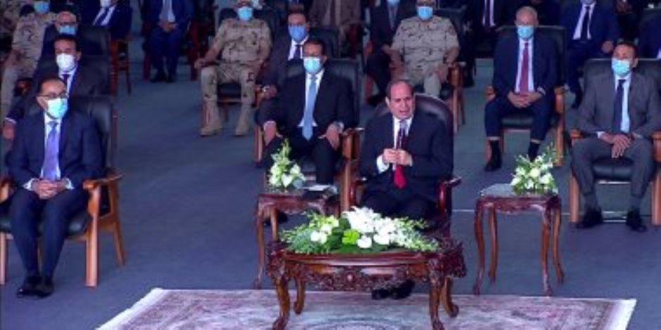 الرئيس السيسي يسلم شباب الصيادين 34 مركبا بعد تصنيعها بورش قناة السويس