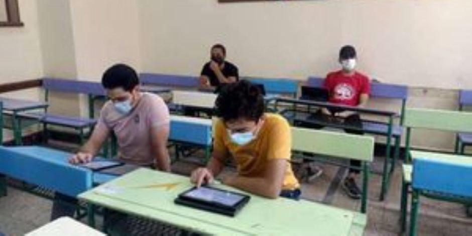 بعد أقل من ساعة على بدء الامتحان.. تداول أسئلة الفيزياء للثانوية العامة على جروبات الغش والتعليم تتحقق من صحتها