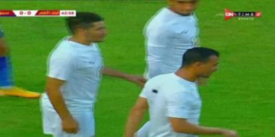 فيديو .. محمود قاعود يرفض قرار خالد جلال بالتغيير خلال مباراة البنك الأهلى وسموحة
