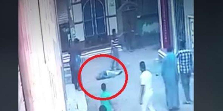 طالب هندسة ينهي حياة إمام مسجد وسط المارة.. ماذا حدث في جريمة الدقهلية؟