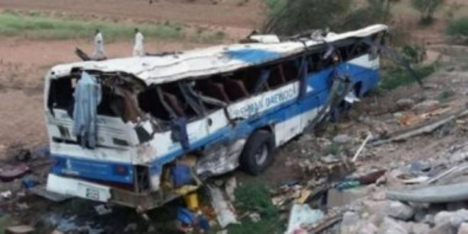 مصرع 20 وإصابة 50 إثر انقلاب حافلة وسقوطها فى واد ضيق بباكستان