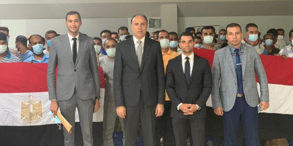 سفارة مصر في طرابلس تنجح بإعادة 140 مصريا عالقا (فيديو وصور)
