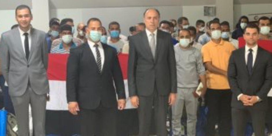 بطائرة خاصة.. سفارة مصر بطرابلس تنجح فى إعادة 140 مصرياً عالقاً بينهم 17 طفلاً