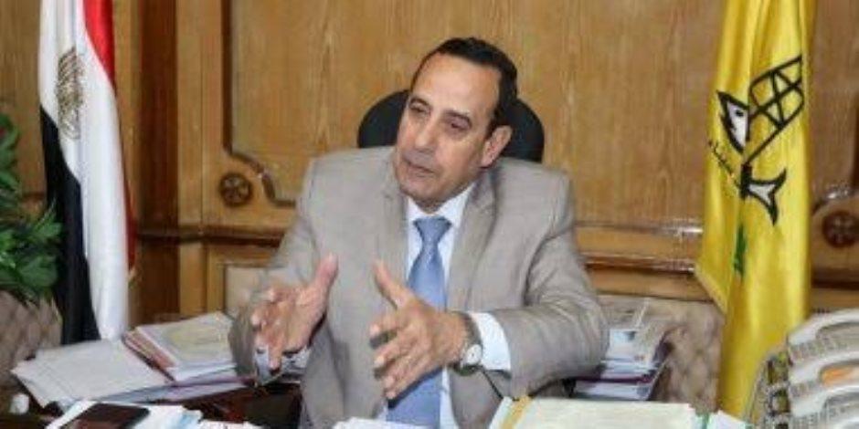 محافظ شمال سيناء يوجه لتفعيل القانون ويحذر سائقي التاكسي من استغلال المواطنين بعد رفع سعر البنزين