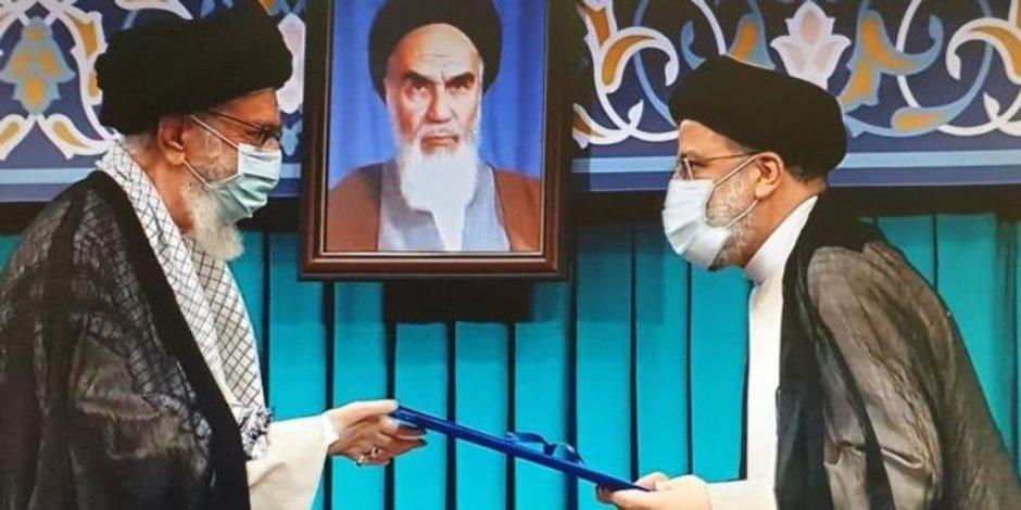 """تنصيب """"رئيسي"""".. أزمات في وجه الرئيس الإيراني الجديد وتعهدات بالحل"""
