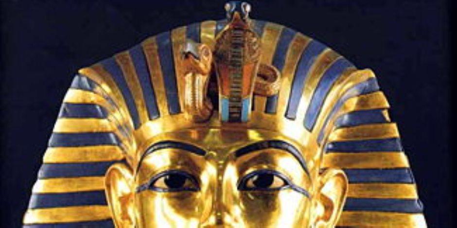 مع اقتراب موعد نقل القناع الذهبي للمتحف الكبير.. تعرف علي مقتنيات الملك الشاب توت عنخ أمون