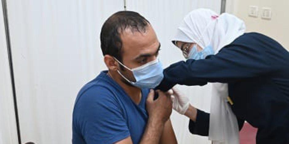 المحافظات تستكمل خطة تطعيم المعلمين والطلاب بالمدارس والجامعات