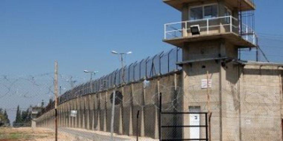 1380 أسيرا فلسطينيا يبدأون إضرابا مفتوحا عن الطعام الجمعة المقبل