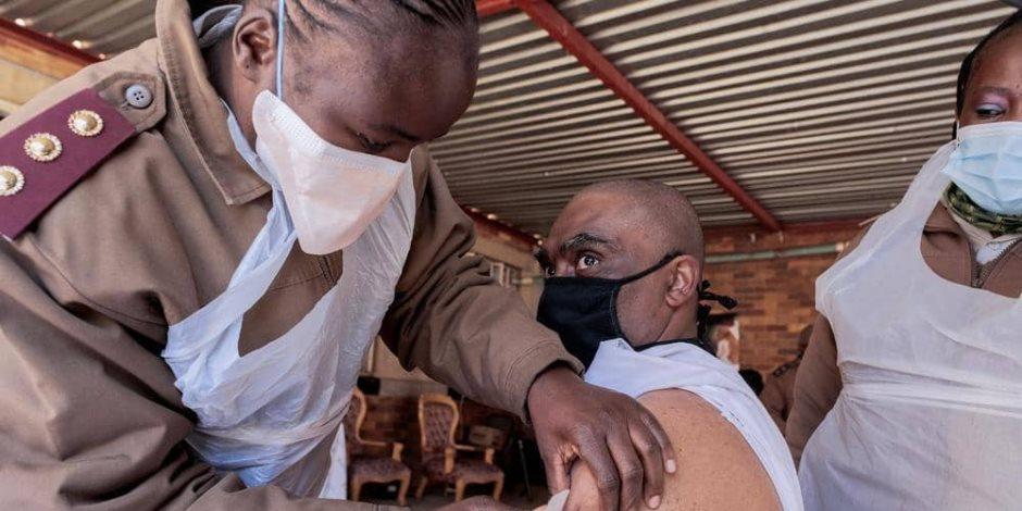 السيناريو الأسود في أفريقيا.. خبراء يدقون ناقوس الخطر بسبب شح لقاح كورونا