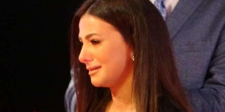 """دنيا سمير غانم باكية: """"بشكركم لدعمكم وحبكم اللي مصبرنا"""" (فيديو)"""