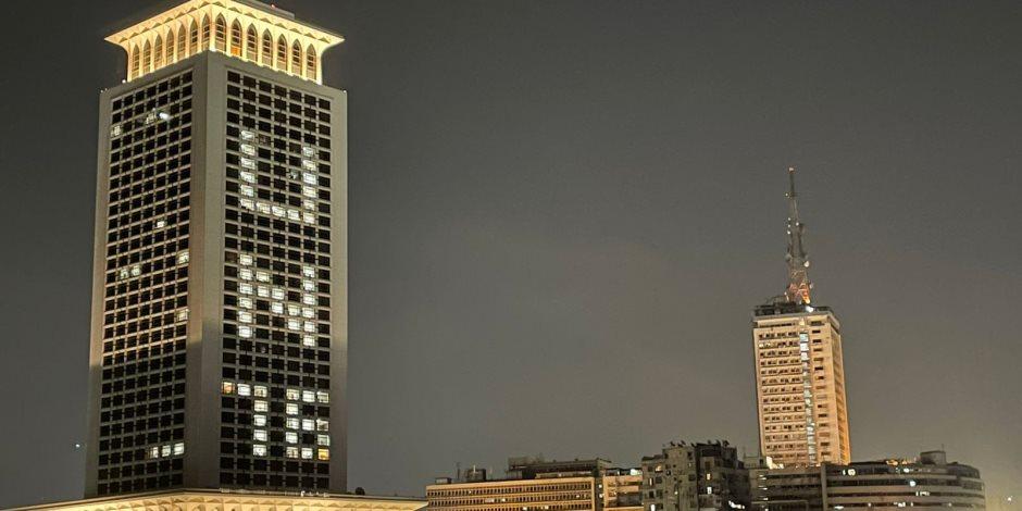 إضاءة مبنى الخارجية احتفالا بمرور 76 عامًا على إنشاء الأمم المتحدة.. صور