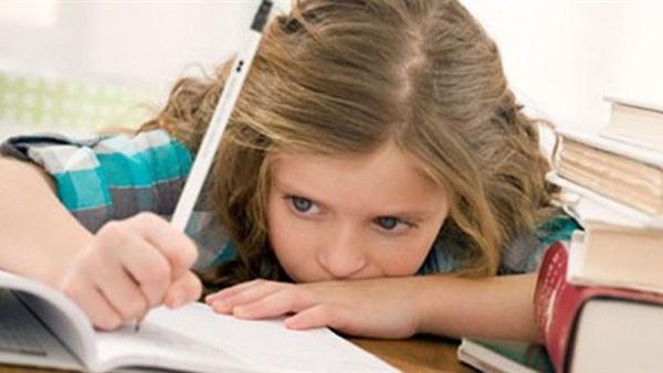 مدارس بريطانية تدفع للآباء مقابل مساعدة الأبناء في الواجب المدرسي