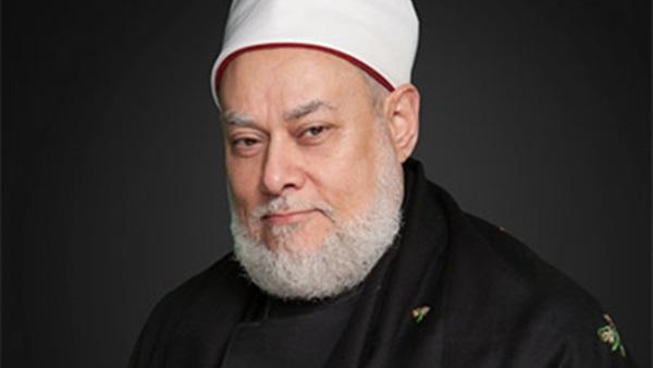 مستشار الرعايات الحرجة يطمئن على حارس المفتي السابق الدكتور على جمعة