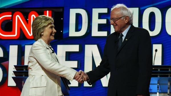 «بيرني ساندرز» يدعم مسلما لرئاسة الحزب الديمقراطي الأمريكي