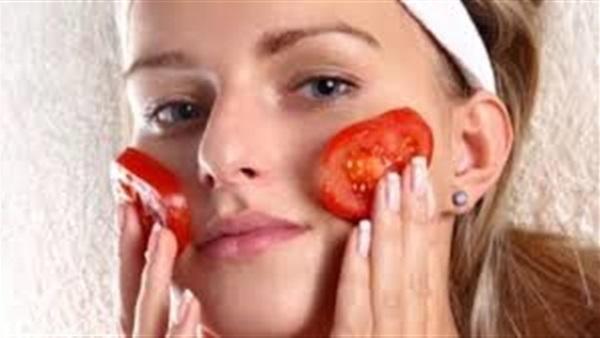 وصفات طبيعية من الطماطم تخلصك من عيوب البشرة