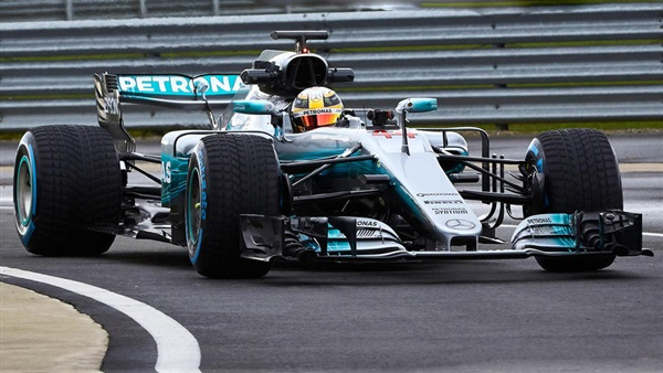 مرسيدس تطلق سيارتها الجديدة لسباقات الفورميلا-1
