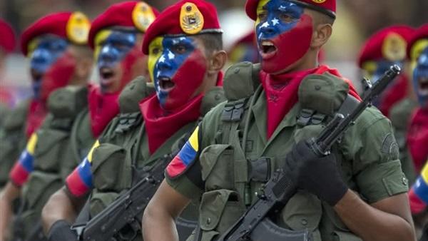 """الجيش الفنزويلي يكرر """"ولاءه المطلق"""" و""""دعمه غير المشروط"""" لمادورو"""