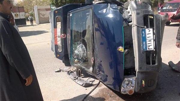 إصابة مجندان وضابط إثر انقلاب سيارة شرطة بأكتوبر