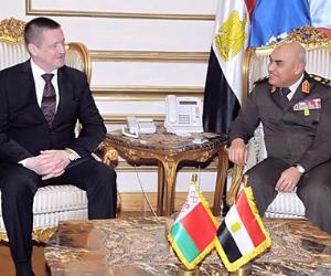 وزير الدفاع يلتقي وزير الزراعة والأغذية البيلاروسي