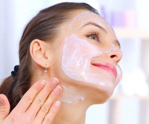 خايفه على بشرتك.. 5 فوائد لـ«أحماض الفواكه»