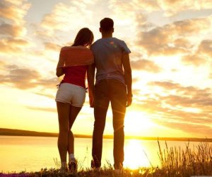 بين الحب و التعلق خمسة فروق بسيطة .. الحب يدفعك والتعلق يقيد