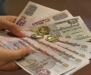 ماذا تخبئ الأيام المقبلة لسعر الجنيه مقابل الدولار؟