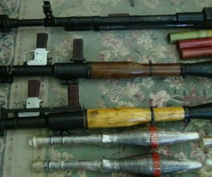 ضبط مخزن أسلحة و`خائر داخل شقة في الحوامدية