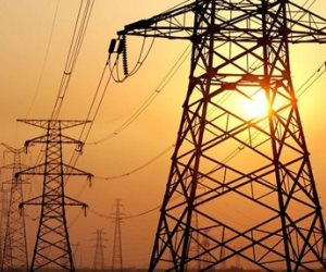 «الكهرباء» تبحث فرص تصدير الفائض إلى أوروبا