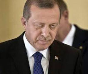الديكتاتور يواصل «تشليح الجيش».. القبض على 122 عسكريا تركيا بأمر أردوغان
