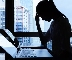 حكة وصلع ومشاكل جنسية..أعراض لا تبوح بها السيدات وتدل على أمراض خطيرة