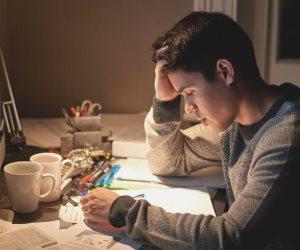 في موسم مغلق للامتحانات.. طلبة يودعون صفحات التواصل لفترة بدعوات وتمنيات النجاح