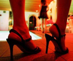 كبسولة قانونية.. هل يجوز للنيابة تحريك دعوى الدعارة دون شكوى الزوج بـ «الزنا»؟