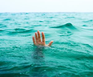 السبب الحقيقي وراء غرق 11 شخصاً بشاطئ النخيل بالإسكندرية فجراً