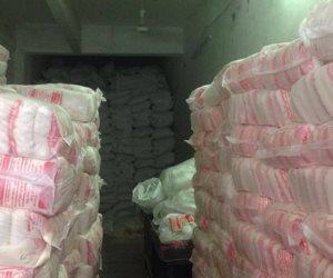 """مباحث """"التموين"""" تضبط سائق بالوزارة باع 20 طن سكر مدعم بالسوق السوداء في أسيوط"""