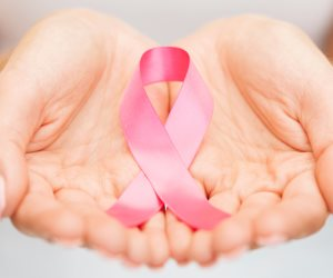 """حتى لا تفقدي أنوثتك بسهولة.. 5 طرق عملية للوقاية وتجنب الإصابة بمرض سرطان الثدي """"صور"""""""
