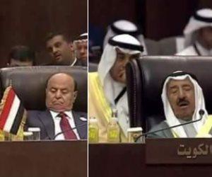 «النوم سلطان».. أمير الكويت ورئيس اليمن في سبات عميق بالقمة العربية (صور)