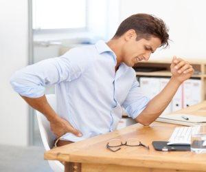 5 أشياء تفعلها بشكل يومي قد تتسبب في الإيذاء لظهرك
