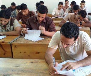 طالب يتهم مراقب لجنة ثانوية عامة بسبه أثناء الامتحان