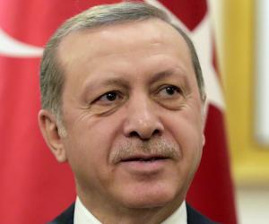 أردوغان يقيل 9103 من أفراد الشرطة التركية بزعم صلتهم بفتح الله جولن