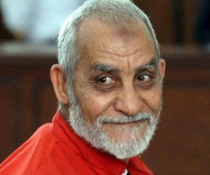 مد أجل الحكم على بديع و 738 آخرين فى اتهامهم بـ«فض اعتصام رابعة» لـ28 يوليو