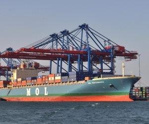 استعدادات بميناء سفاجا لاستقبال 80 طرد معدات بوزن 1604 طن على متن باخرتين