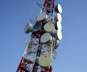أبراج شبكات الجيل الخامس 5G تنقل فيروس كورونا.. الشائعة التي انتفضت بسببها حكومة بريطانيا