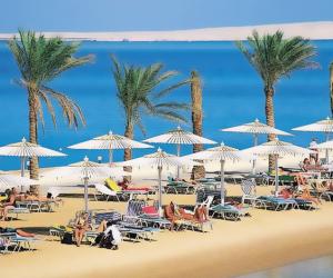 خبراء السياحة: قرار بريطانيا برفع الحظر عن شرم الشيخ يشجع موسكو لاتخاذ قرار مماثل